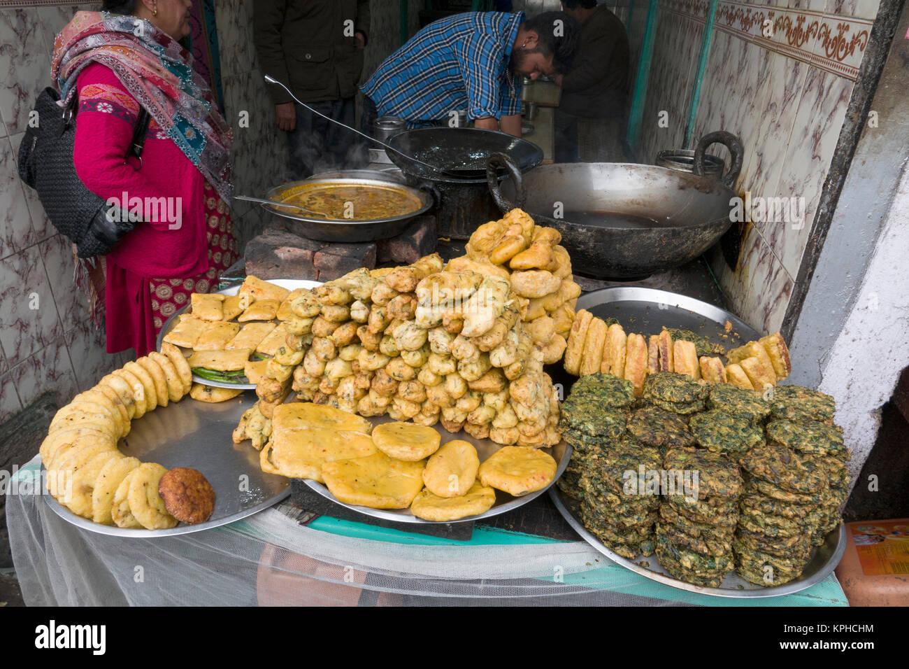 Fried Indian street food on lower Bazaar market in Shimla, India - Stock Image