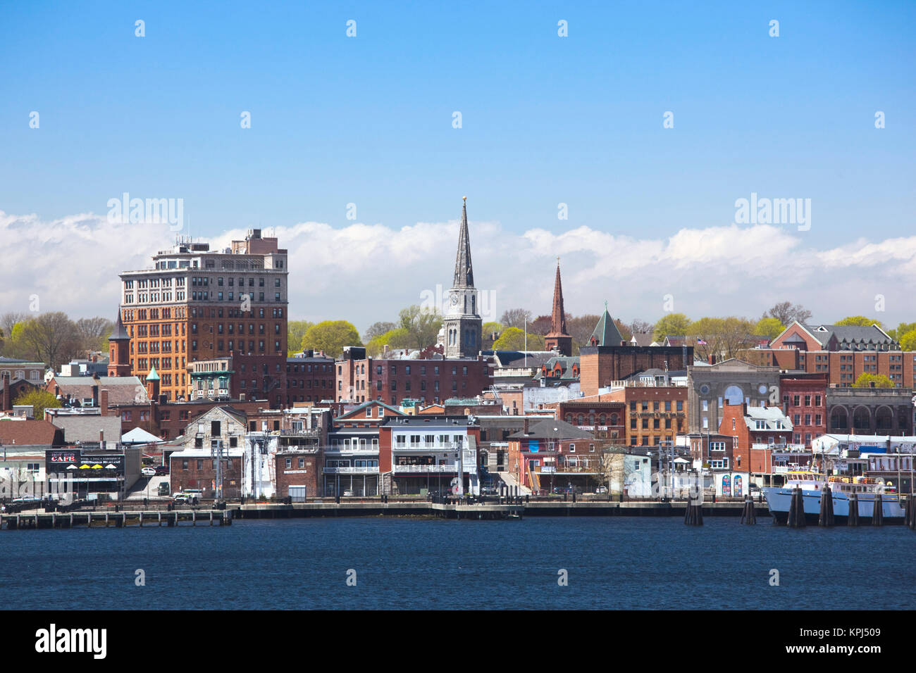 USA, Connecticut, New London, city view from the harbor - Stock Image