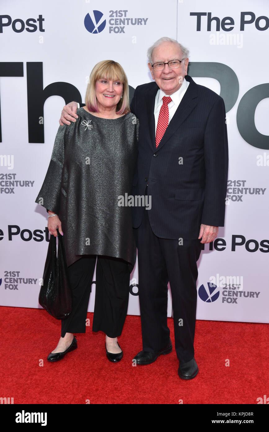 Susan Buffett and Warren Buffett arrives at 'The Post' Washington, DC Premiere at The Newseum on December 14, 2017 Stock Photo