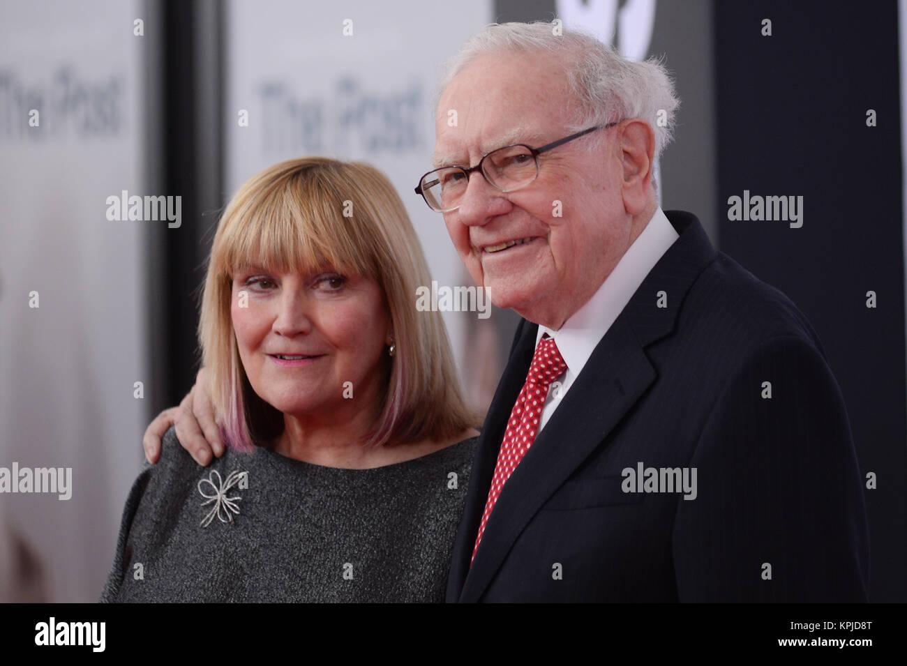 Susan Buffett and Warren Buffett arrives at 'The Post' Washington, DC Premiere at The Newseum on December - Stock Image