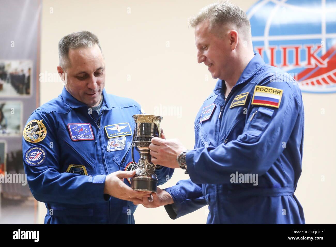 Baikonur, Kazakhstan. 16th Dec, 2017. Roscosmos cosmonauts Anton Shkaplerov (L) and Sergei Prokopyev of ISS Expedition Stock Photo