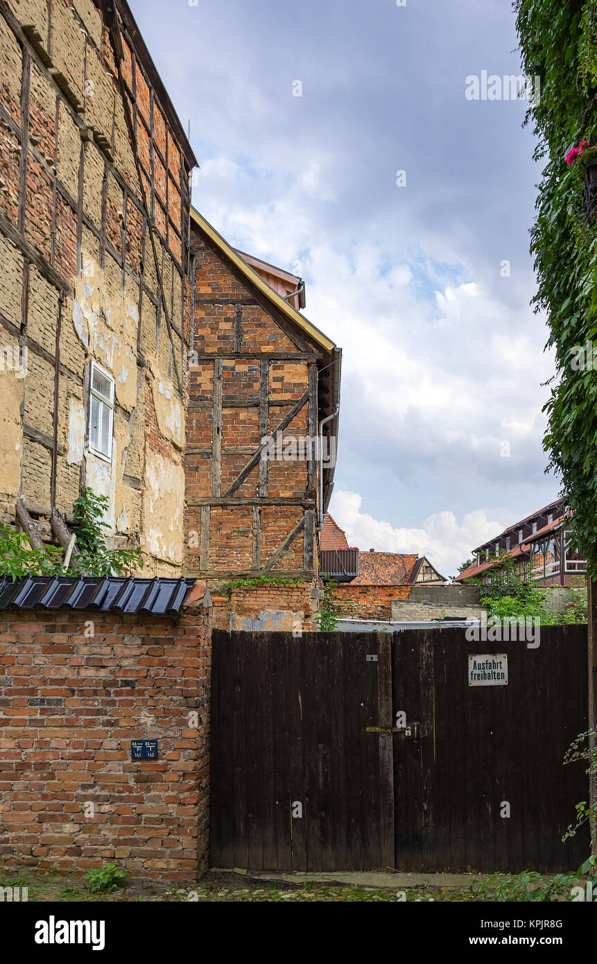 Old dilapidated backyard architecture in Hohe Strasse, Quedlinburg, Saxony-Anhalt, Germany. Stock Photo