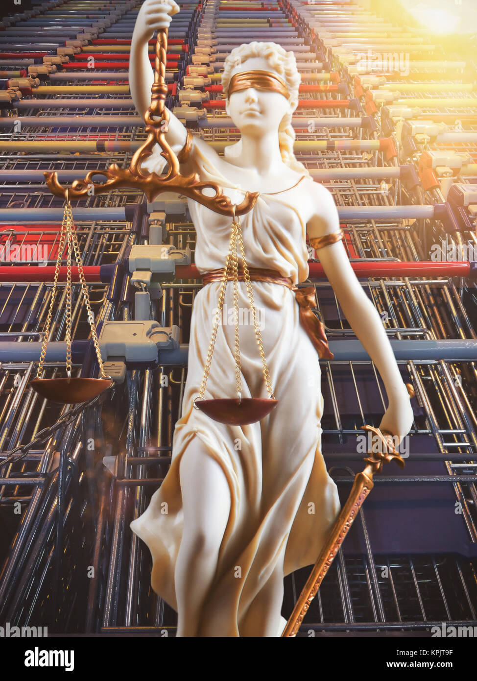 White Justice figure in front of shopping cart - consumer protection - Stock Image