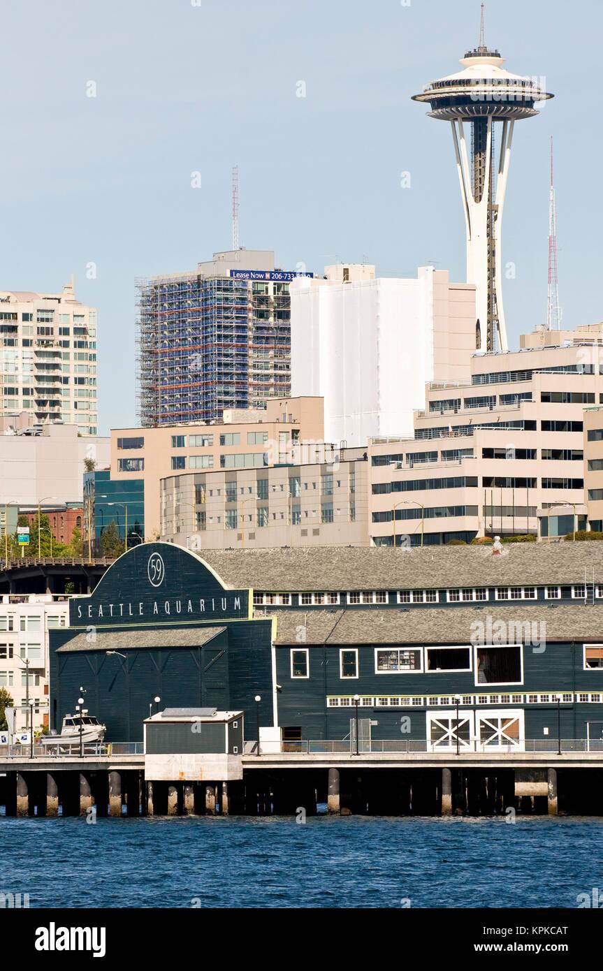 USA, WA, Seattle. Seattle Aquarium, Space Needle and waterfront condos from Bainbridge Ferry. - Stock Image