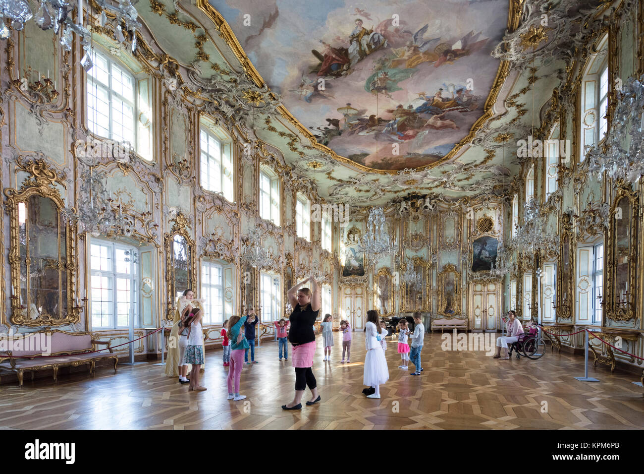 Children's dance class in the Rococco ballroom (1770) of the Schaezlerpalais baroque palace, Augsburg, Bavaria, - Stock Image