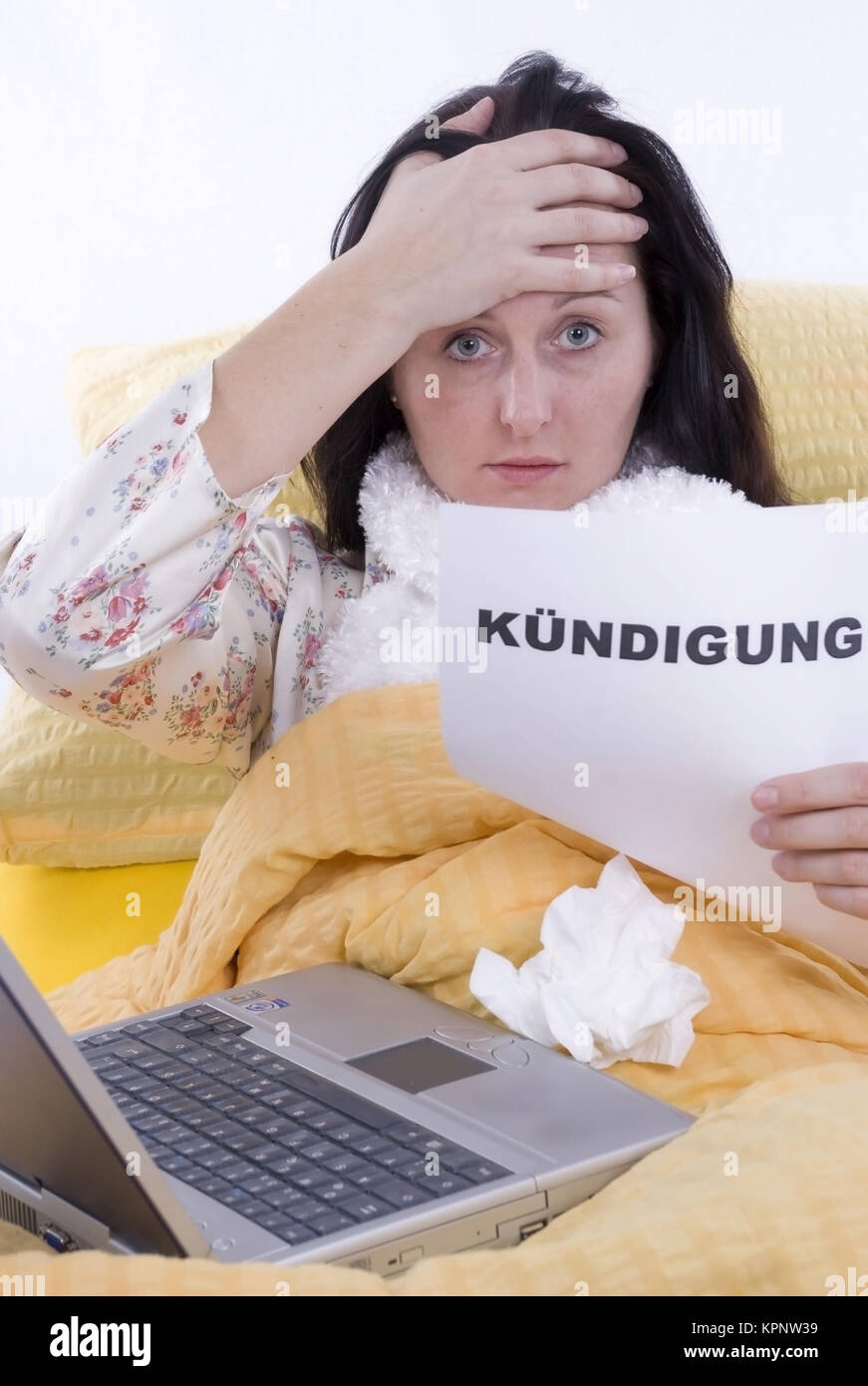 Model release , Kranke Frau im Bett mit Kuendigung in der Hand - sick woman in bed with letter of cancellation in - Stock Image
