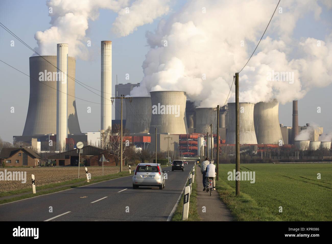 Germany, the lignite-fired power plant Niederaussem near Bergheim.  Deutschland, das Braunkohlekraftwerk Niederaussem - Stock Image