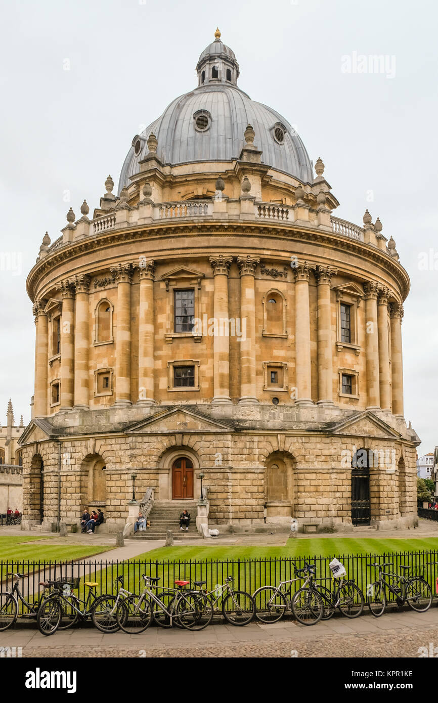 View of the Radcliffe Camera from Radclifffe Square near St Marys Passage in Oxford, Oxfordshire, England - Stock Image
