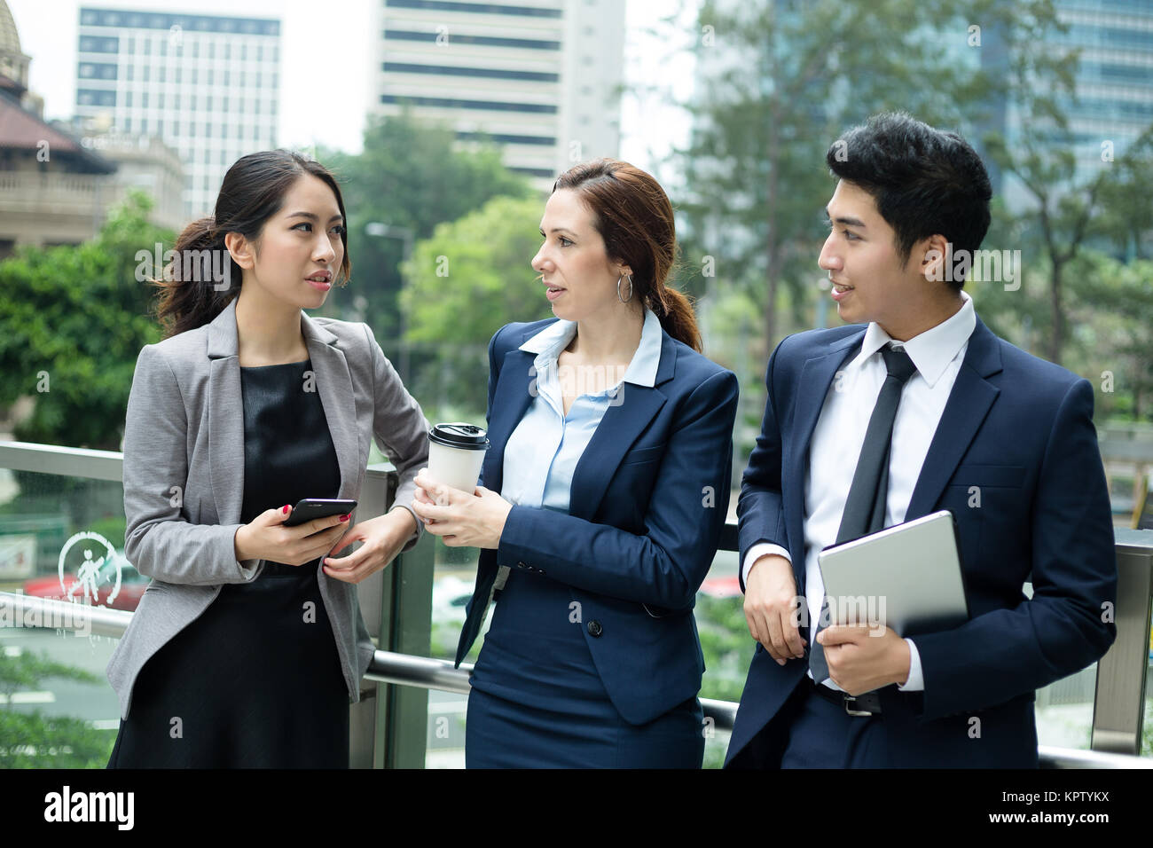 Business people talking outside office - Stock Image