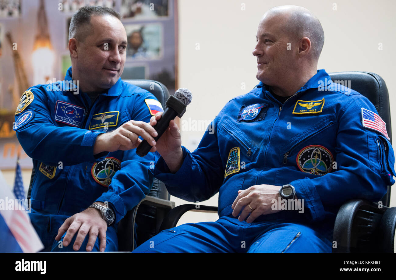 Baikonur, Kazakhstan. 16th Dec, 2017. Expedition 54 Soyuz Commander Anton Shkaplerov of Roscosmos, left, passes - Stock Image