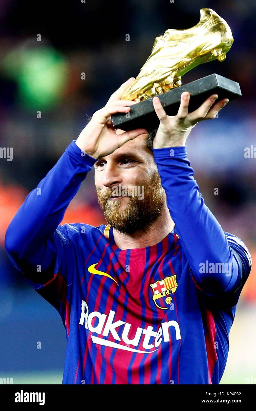 FC Barcelona's Argentinian striker Lionel Messi shows his golden boot before the Spanish First Division League - Stock Image