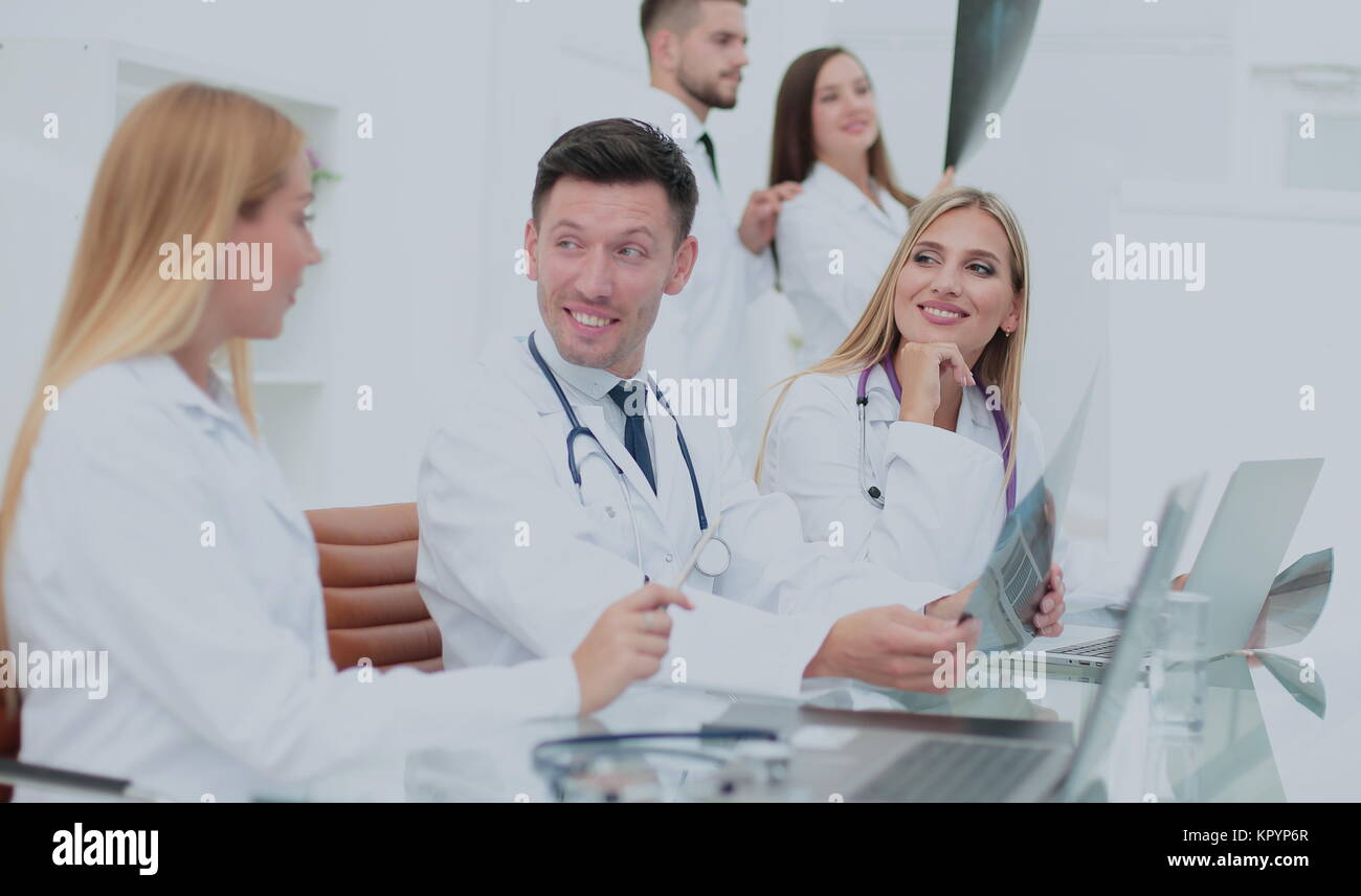 Portrait of confident happy group of doctors working at the medi - Stock Image