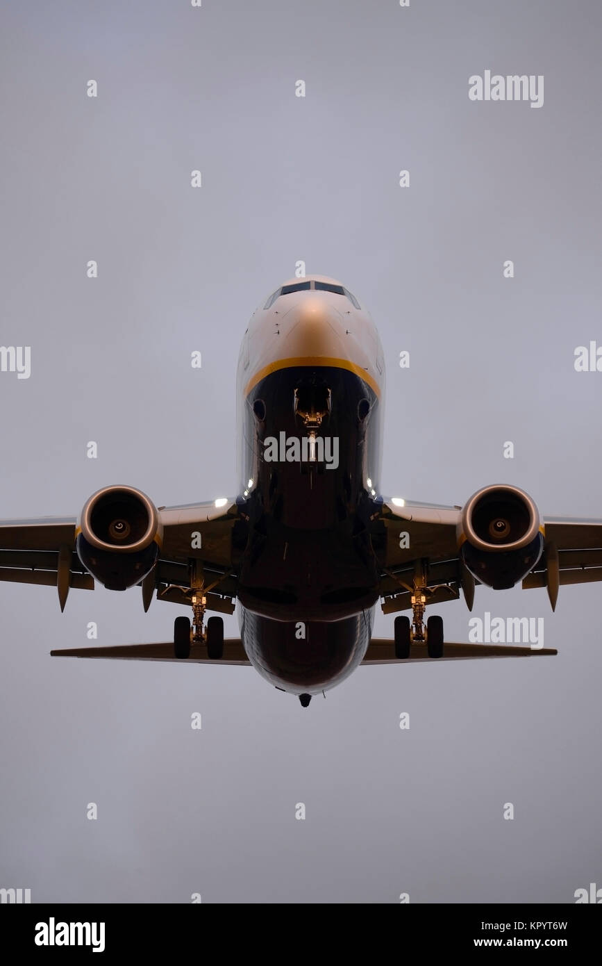 Ryanair 737 Landing Stock Photos & Ryanair 737 Landing Stock