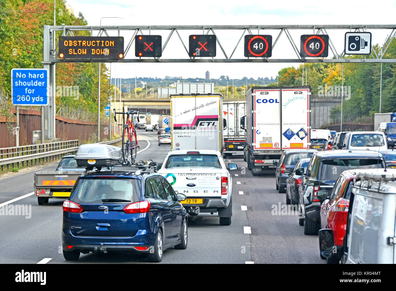 M25 traffic jam signs indicate obstruction in fact an accident ahead two lanes closed queues as vehicles merge into - Stock Image