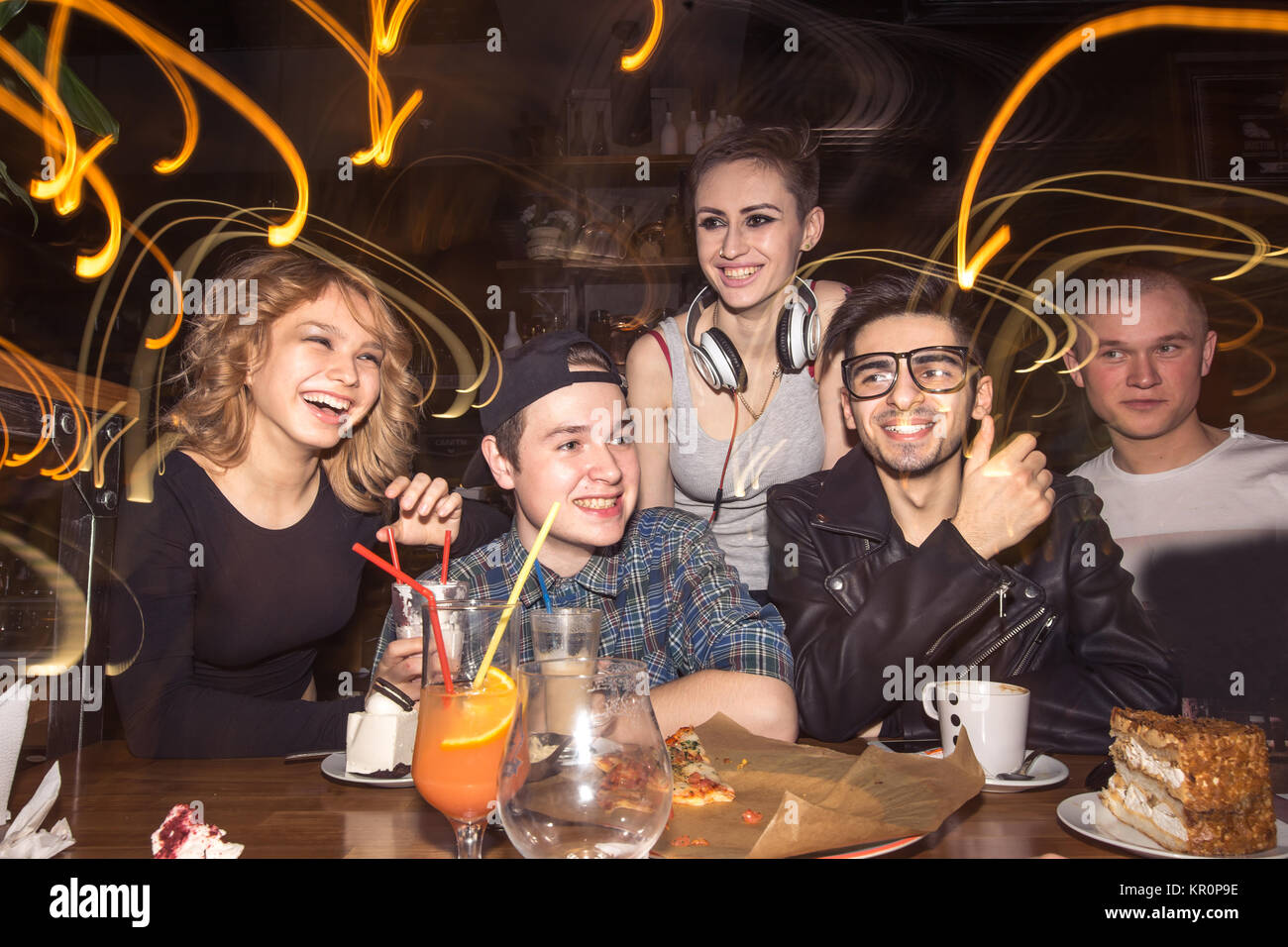 friends having fun and drinking beer in night club. long exposure - Stock Image