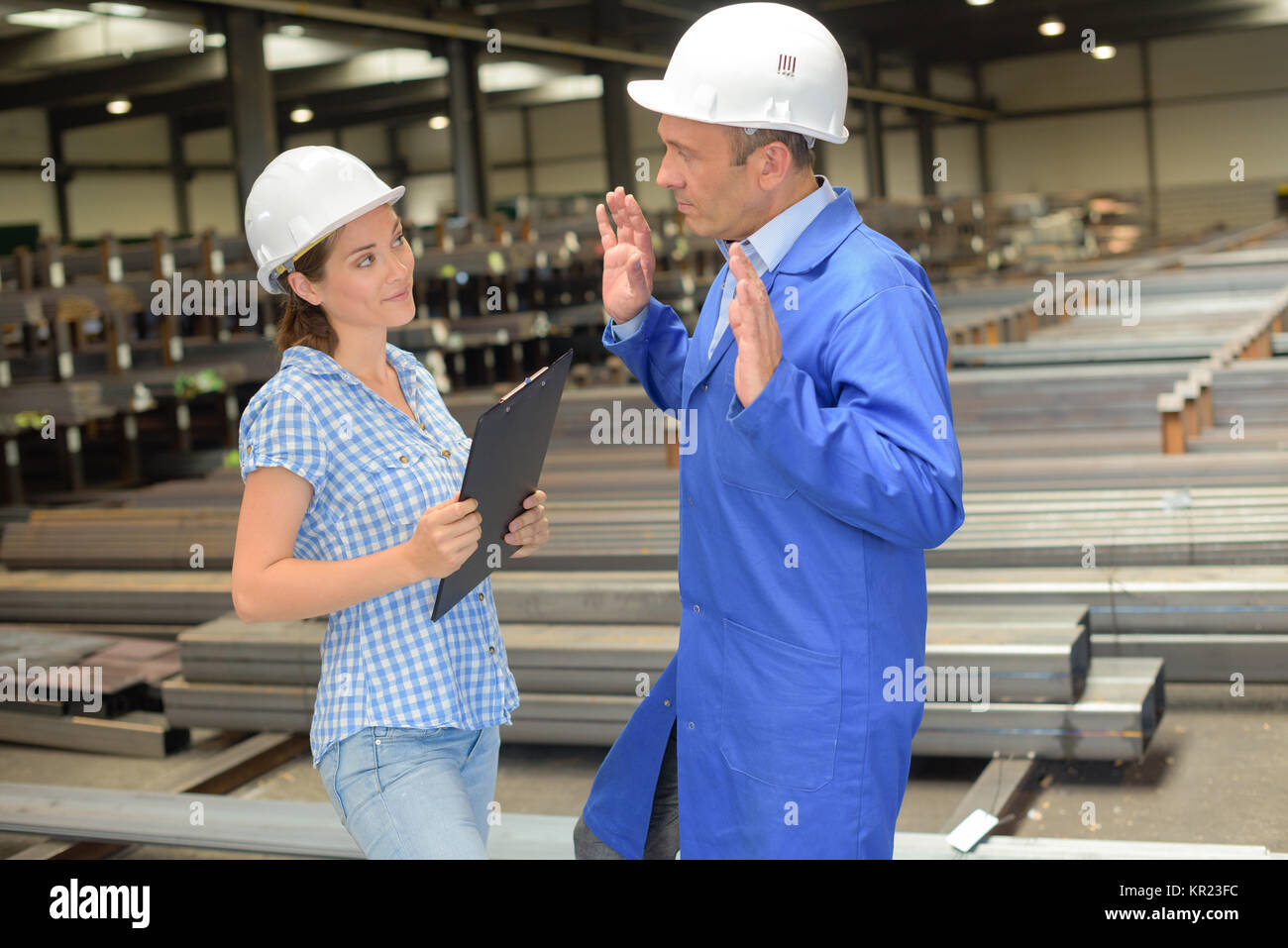 workers having a conversation - Stock Image