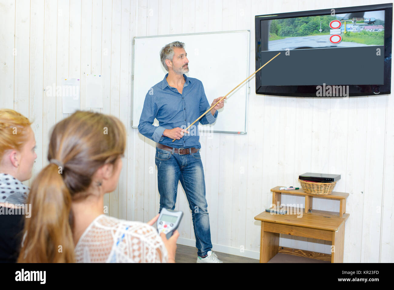 Driving instructor teaching highway code - Stock Image