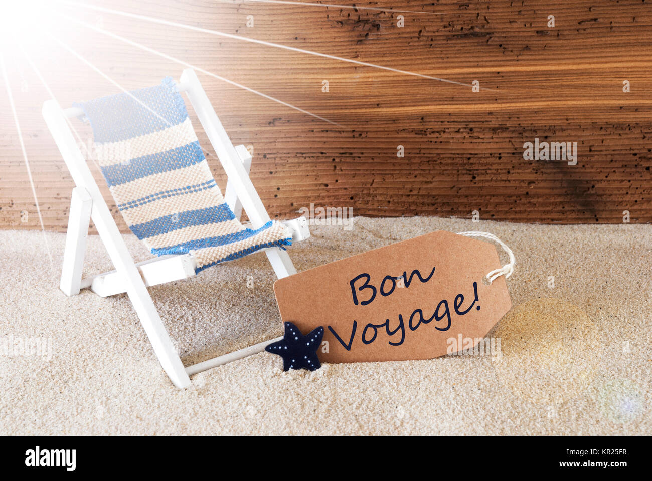 Sunny Summer Label With Sand And Aged Wooden Background French Text