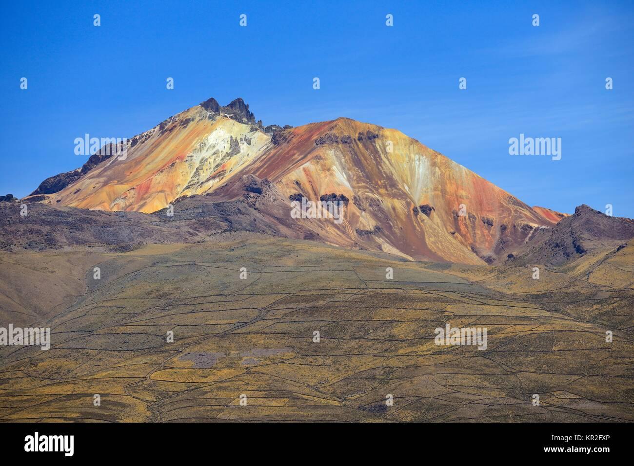 Volcano Cerro Tunupa, Salar de Uyuni, Uyuni, Potosi, Bolivia - Stock Image