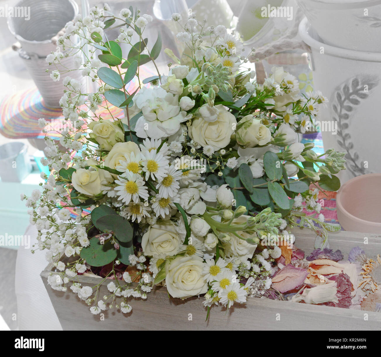 Photo Of A Flowing All White Bridal Bouquet With Hydrangea Roses Stock Photo Alamy