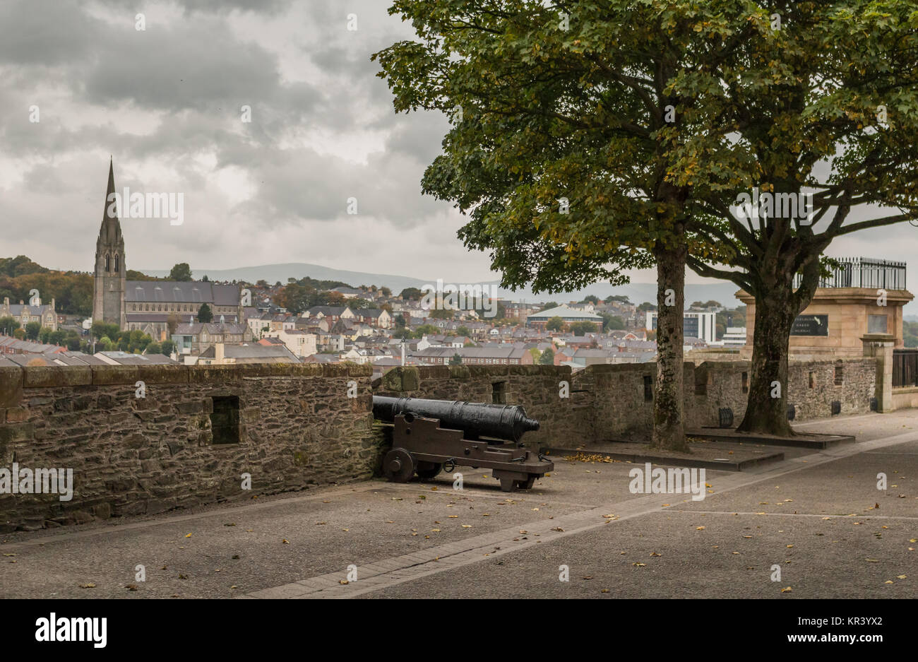 The city walls of Derry in Northern Ireland were completed in 1619. - Stock Image