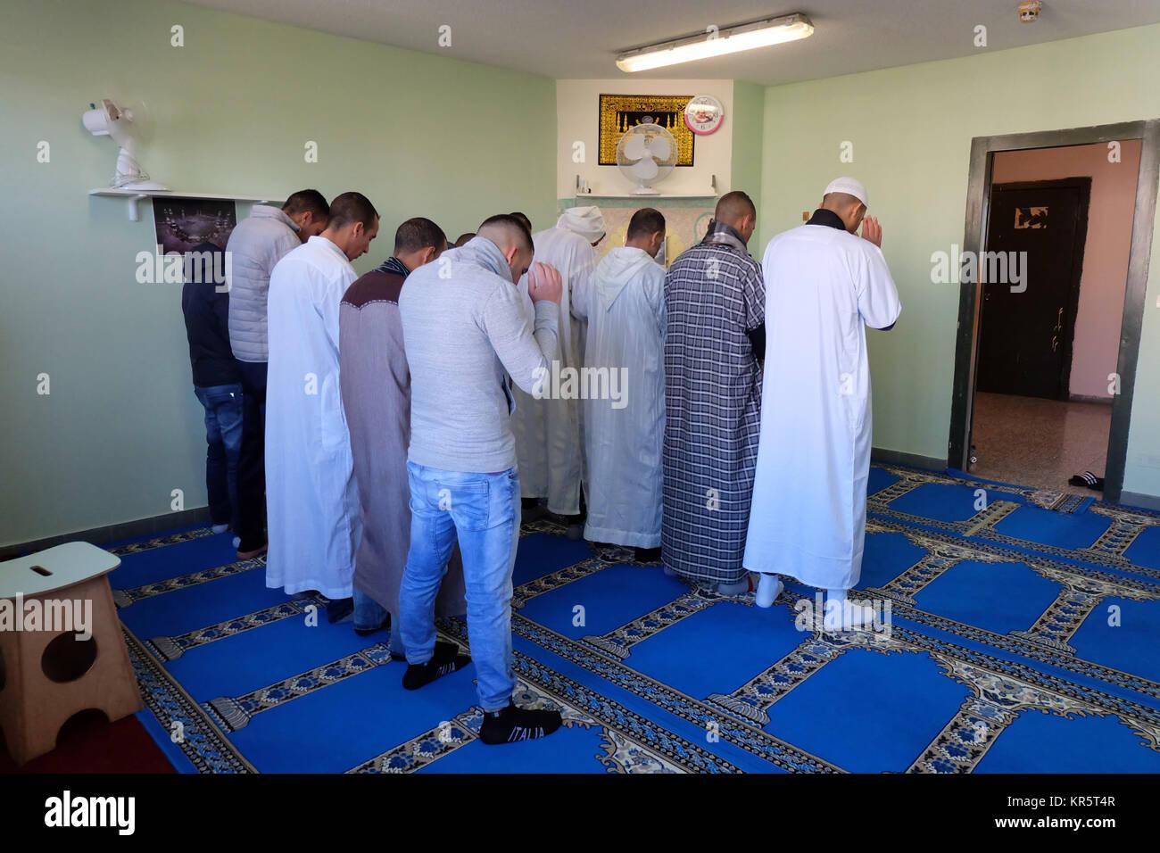 Milan, Italy  14th Dec, 2017  Muslim prisoners pray inside a