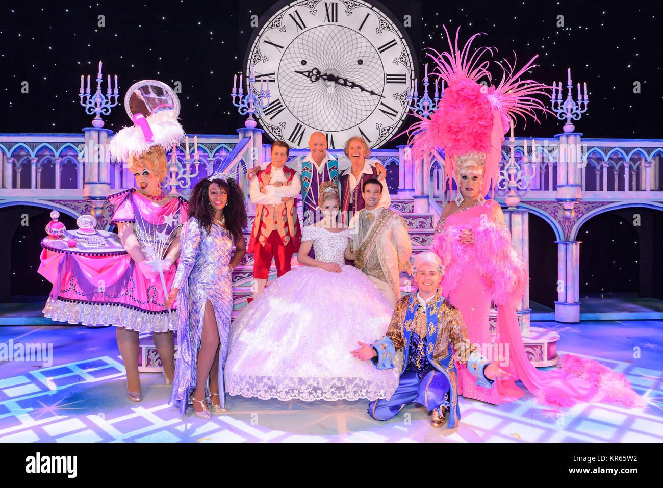 The Birmingham Hippodrome, Birmingham, UK. 18thDecember, 2017. Cinderella cast photocall.Pictured are Cinderella Stock Photo