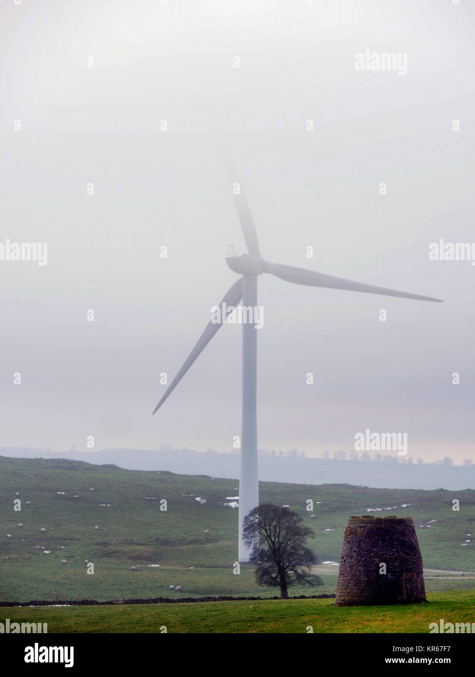 Brassington, Derbyshire. 19th December, 2017. UK Weather wind turbines turning in the cold mist near Brassington, Stock Photo
