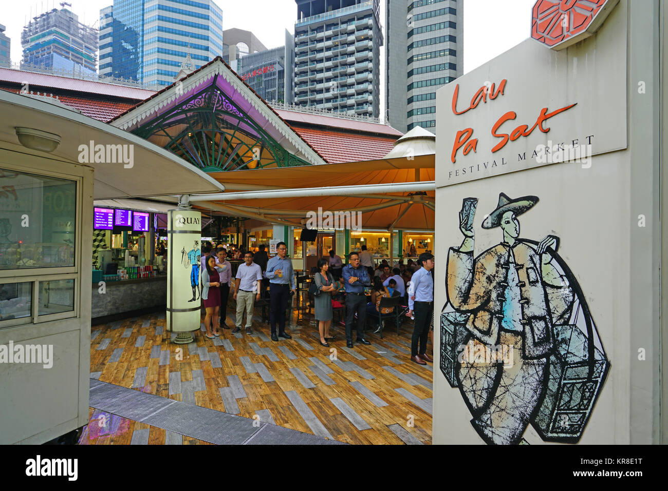 The Lau Pa Sat festival market (Telok Ayer), a historic Victorian cast-iron market building used as a popular food - Stock Image
