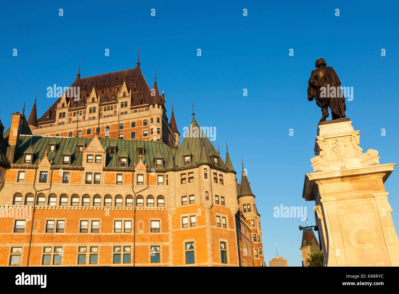 Canada, Quebec, Quebec City, Old architecture with statue - Stock Image
