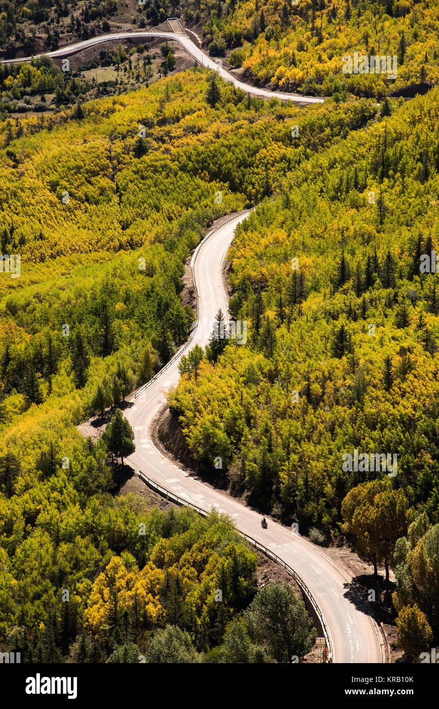 No. 318 highway, Sichuan Tibet railway, Tibet - Stock Image