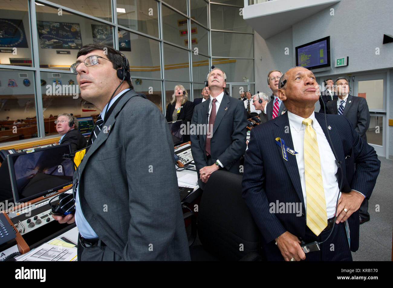 NASA Administrator Charles Bolden, right, Associate Administrator for Space Operations William Gerstenmaier, center, - Stock Image
