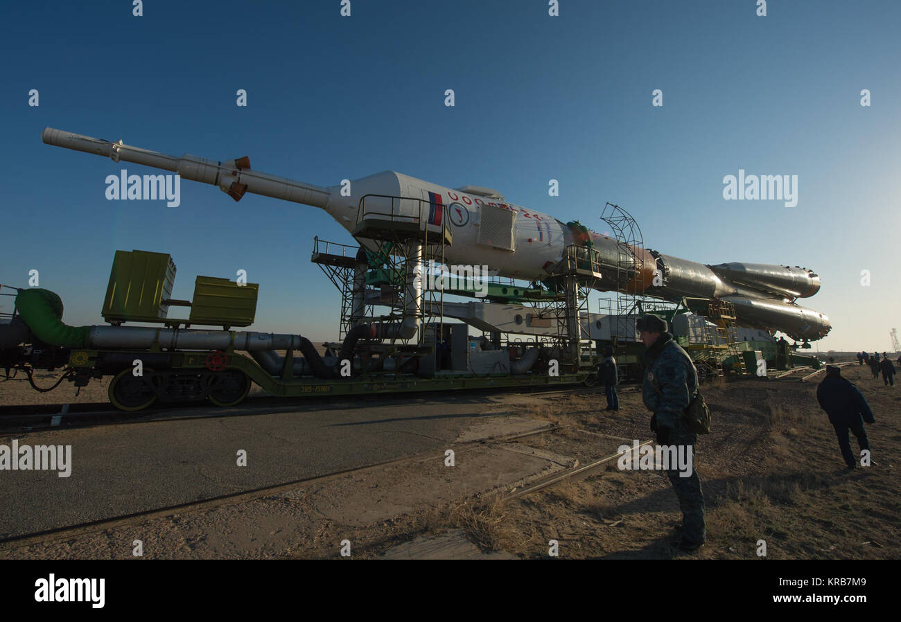 The Soyuz rocket is rolled out to the launch pad by train on Tuesday, March 26, 2013, at the Baikonur Cosmodrome - Stock Image