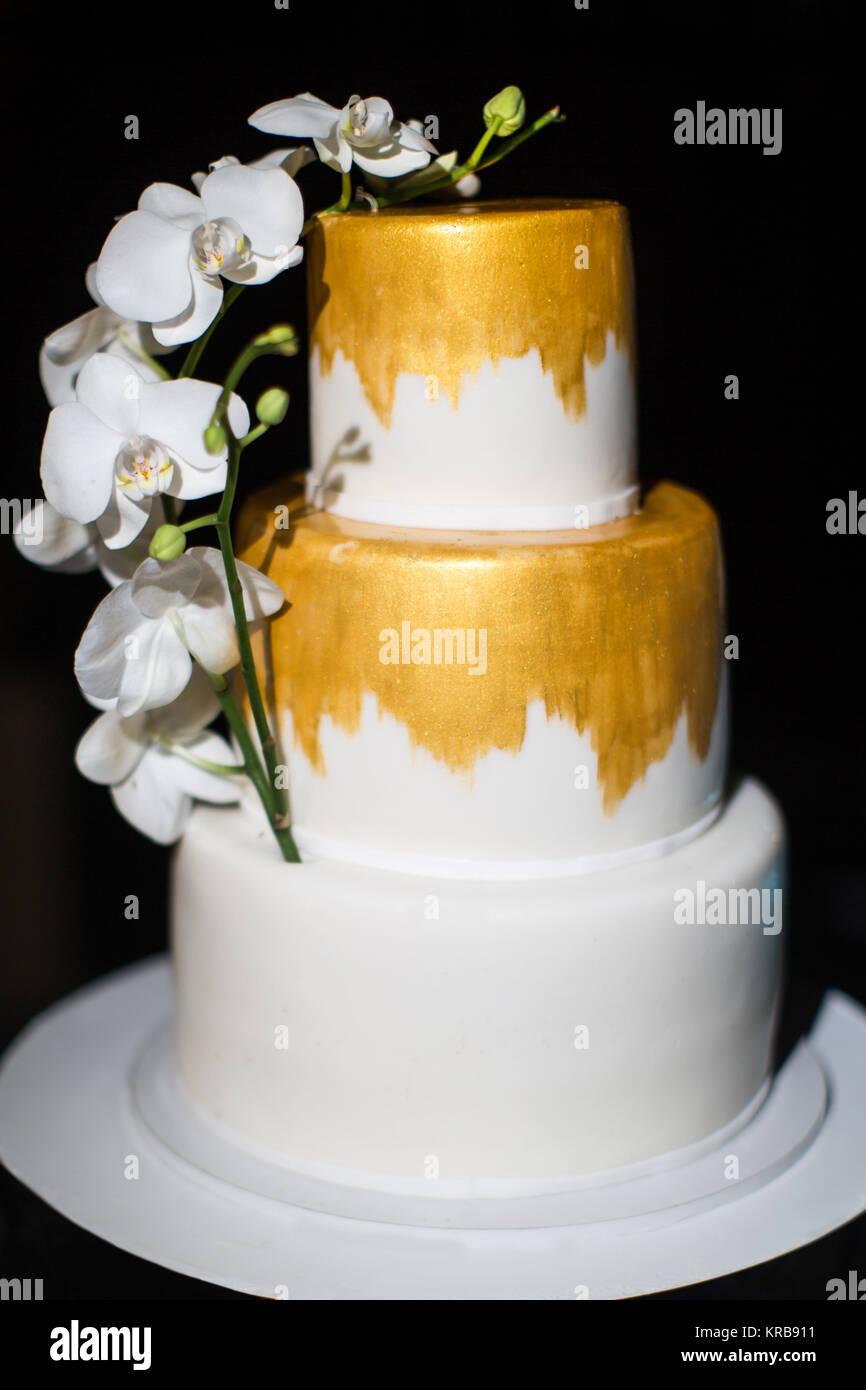 White Wedding Cake Orchids Stock Photos & White Wedding Cake Orchids ...