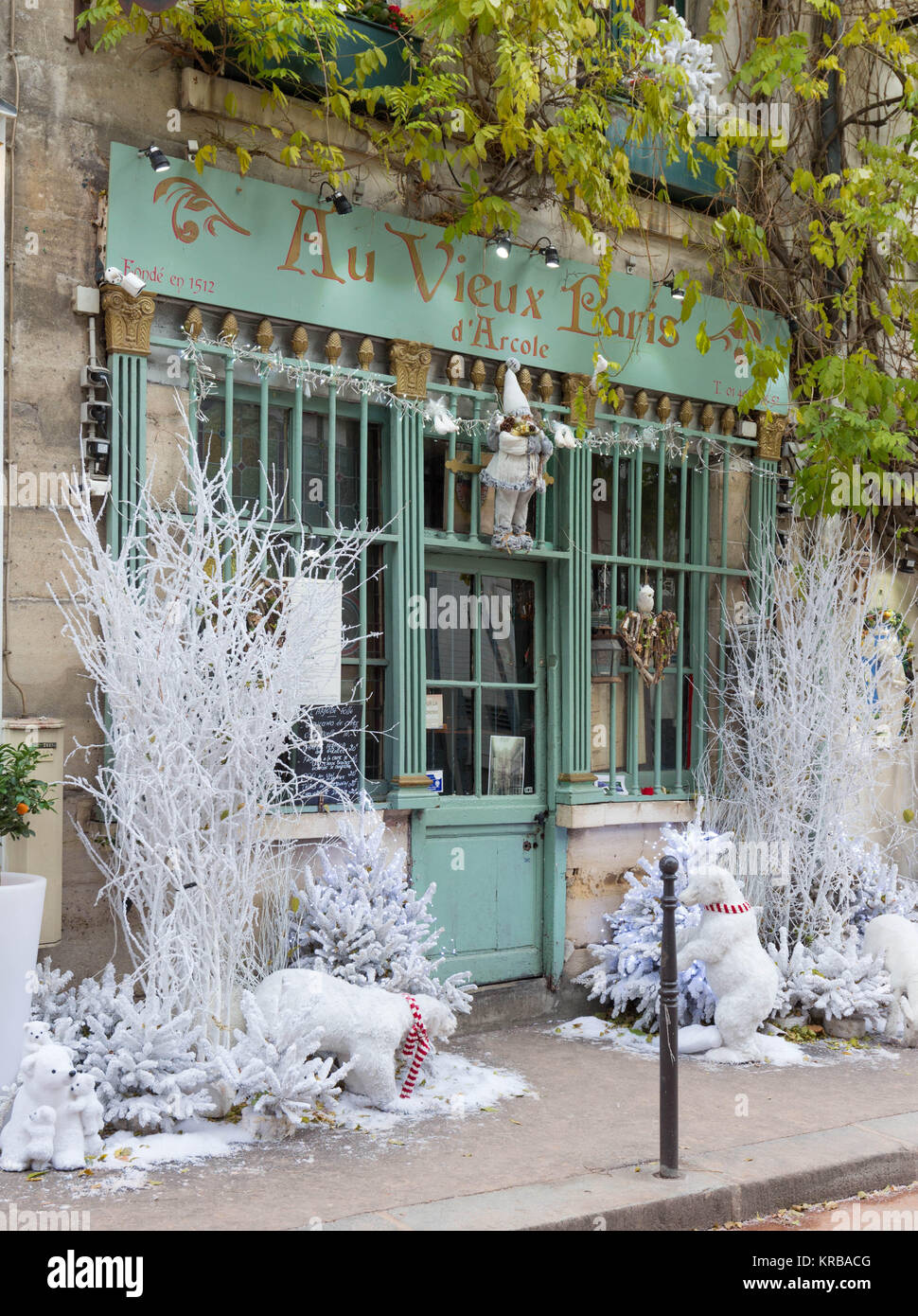 The traditional French cafe Au viex Paris d'Arcole decorated for Christmas, France. - Stock Image