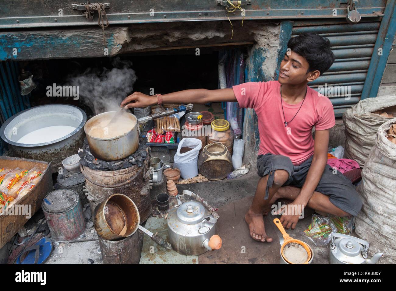 Chai vendor making tea in Kolkata, India - Stock Image