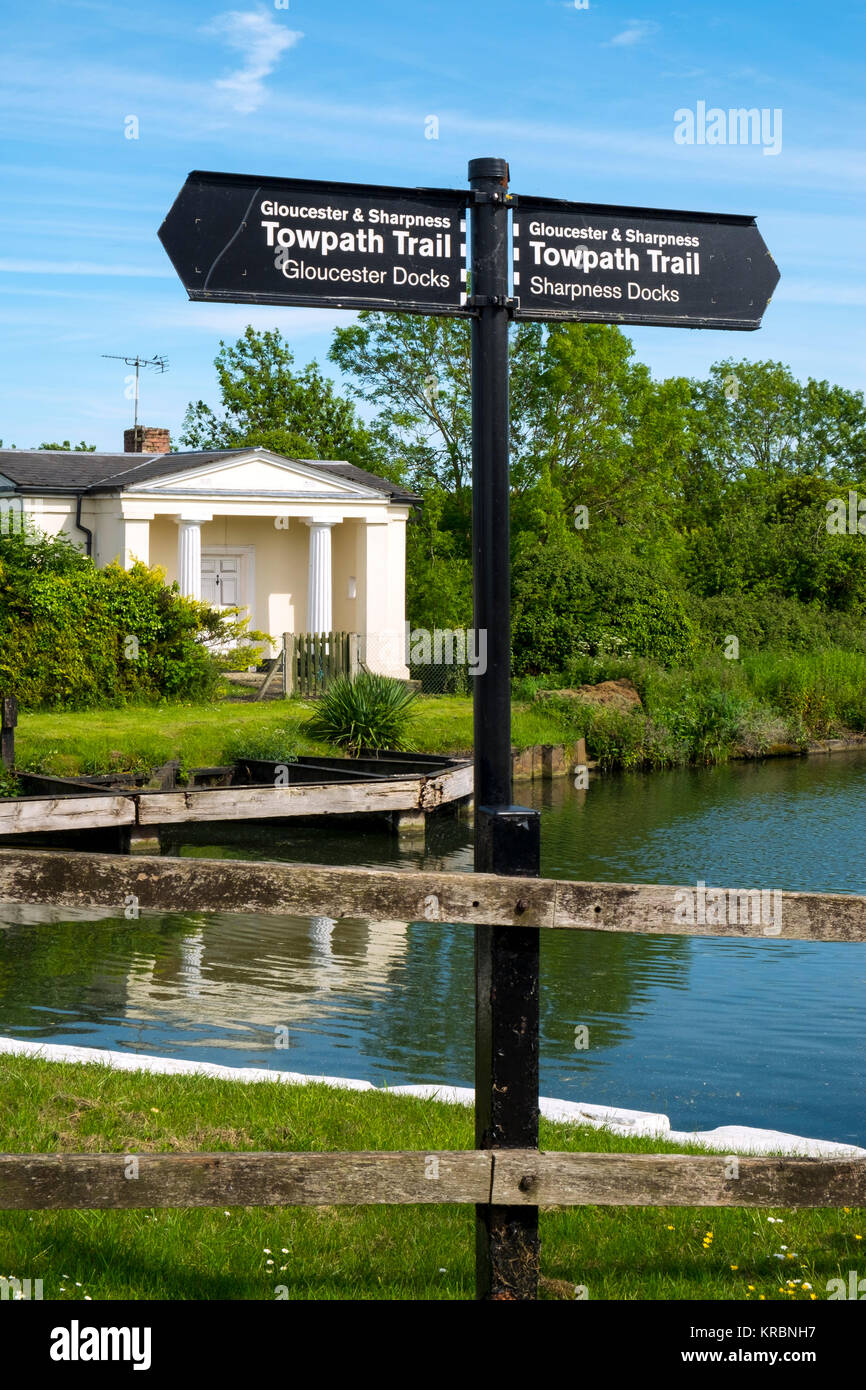 Sign posts for the Towpath Trail at Splatt Bridge and bridge keepers cottage on the Gloucester & Sharpness Canal - Stock Image