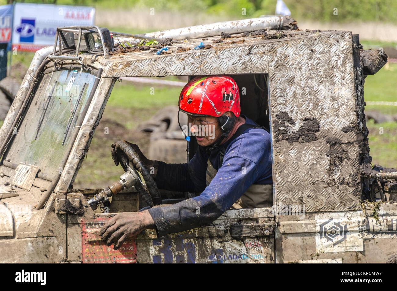 SALOVKA, RUSSIA - MAY 5, 2017: Jeep driving into mud at the annual competition 'Trofi rubezh 2017' - Stock Image
