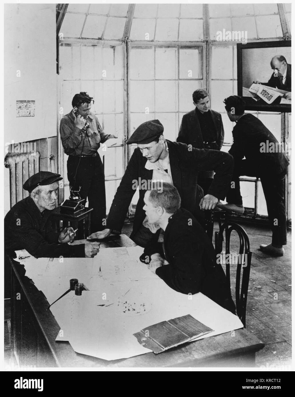 A meeting of the workers' committee in a Moscow factory (N Filipovva on far left) Date: 1931 - Stock Image