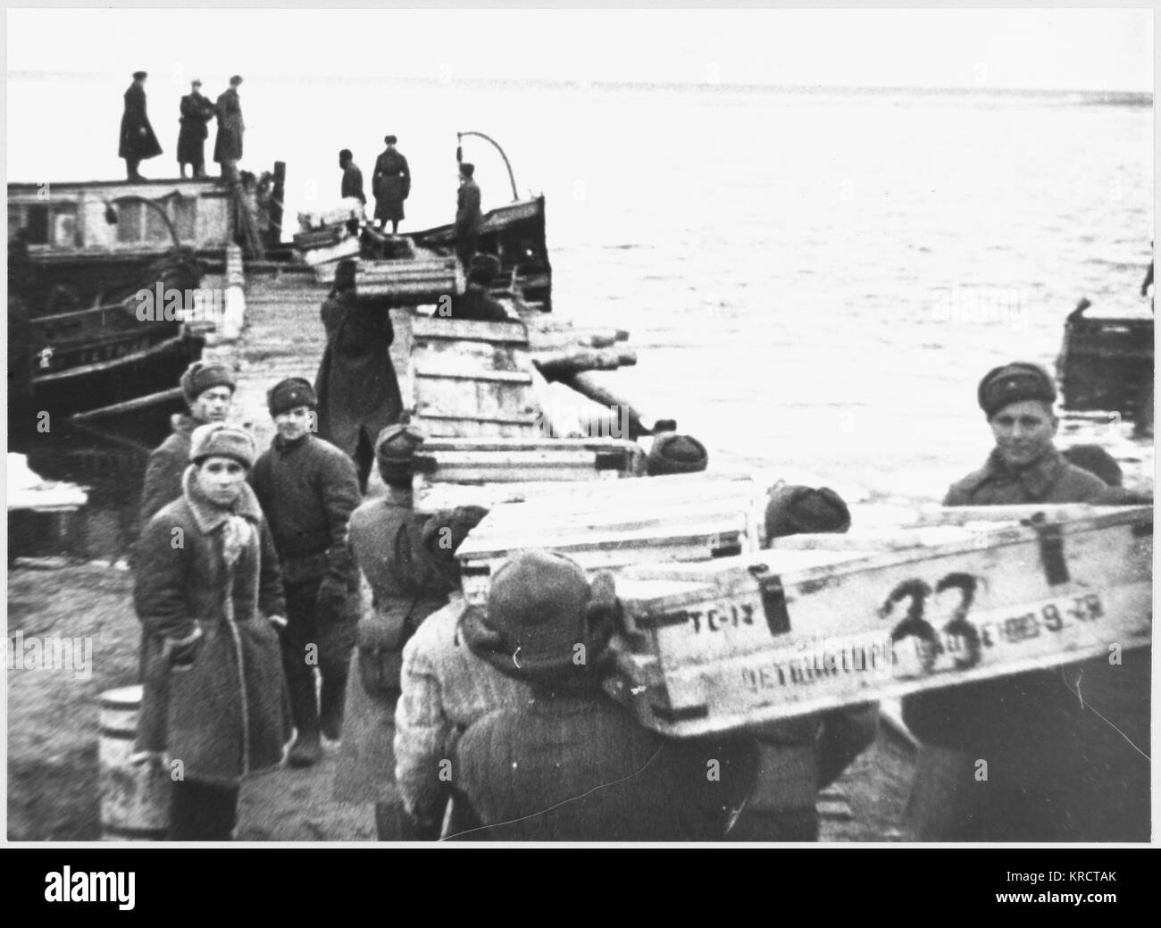 Russia : Supplies being distributed by river to Soviet troops. Date: 1942 - 1944 - Stock Image