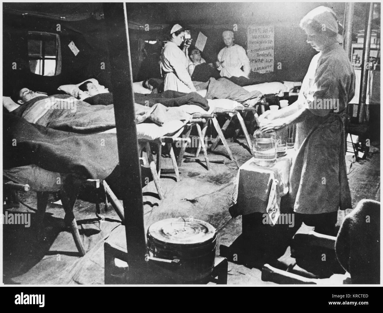 MEDICAL SCENES A Soviet Military Field Hospital. Date: WORLD WAR II - Stock Image