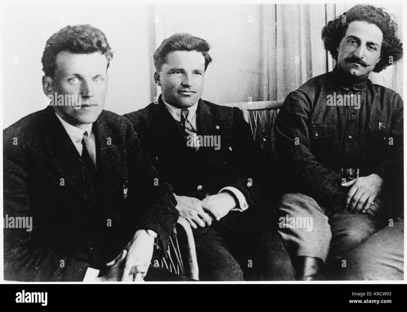 Sergey Mironovich Kirov (1886-1934), Russian Revolutionary leader (centre), with fellow-Bolshevik, Fedor Raskolnikov - Stock Image