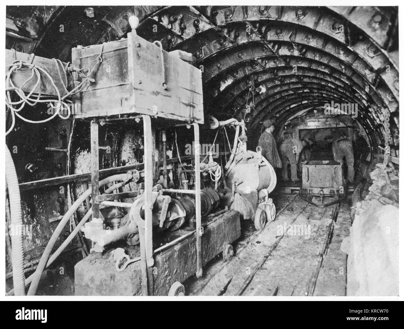 Tunnelling under London, constructing a sewer pipe. Date: Circa 1900 - Stock Image