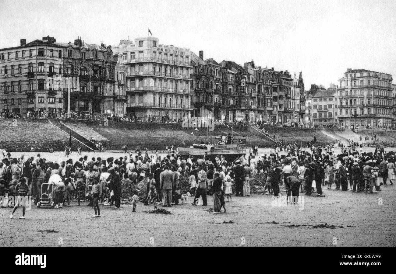 The seaside resort of Heist (Knokke-Heist), in the West Flanders area of Belgium, with a crowd of people on the - Stock Image