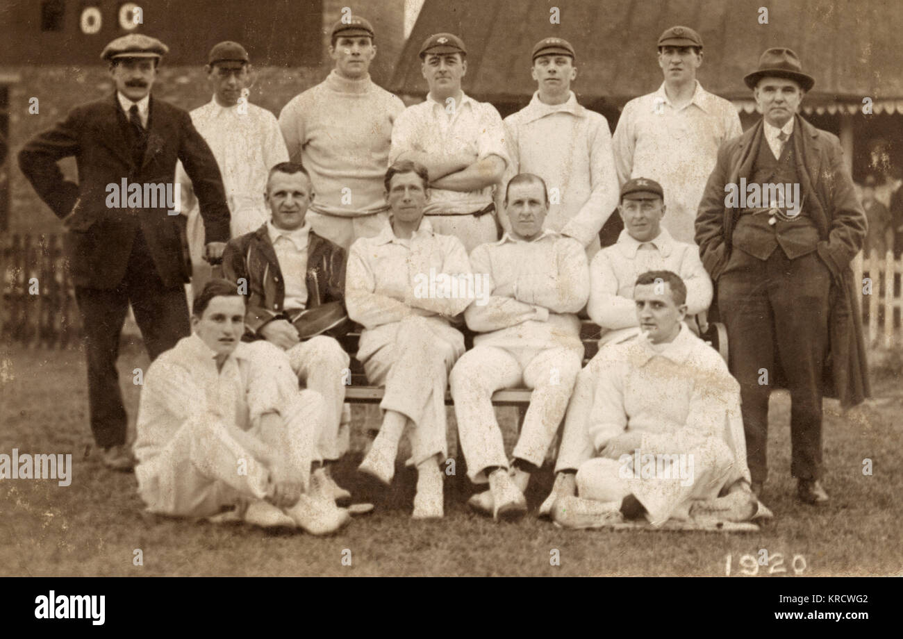 A group photo of the Castleford Cricket Team, Yorkshire, with umpires on either side. Date: 1920 - Stock Image