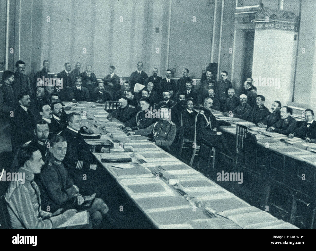 Russo-German talks in progress in the session hall at Brest- Litovsk, as the two sides negotiate over armistice - Stock Image