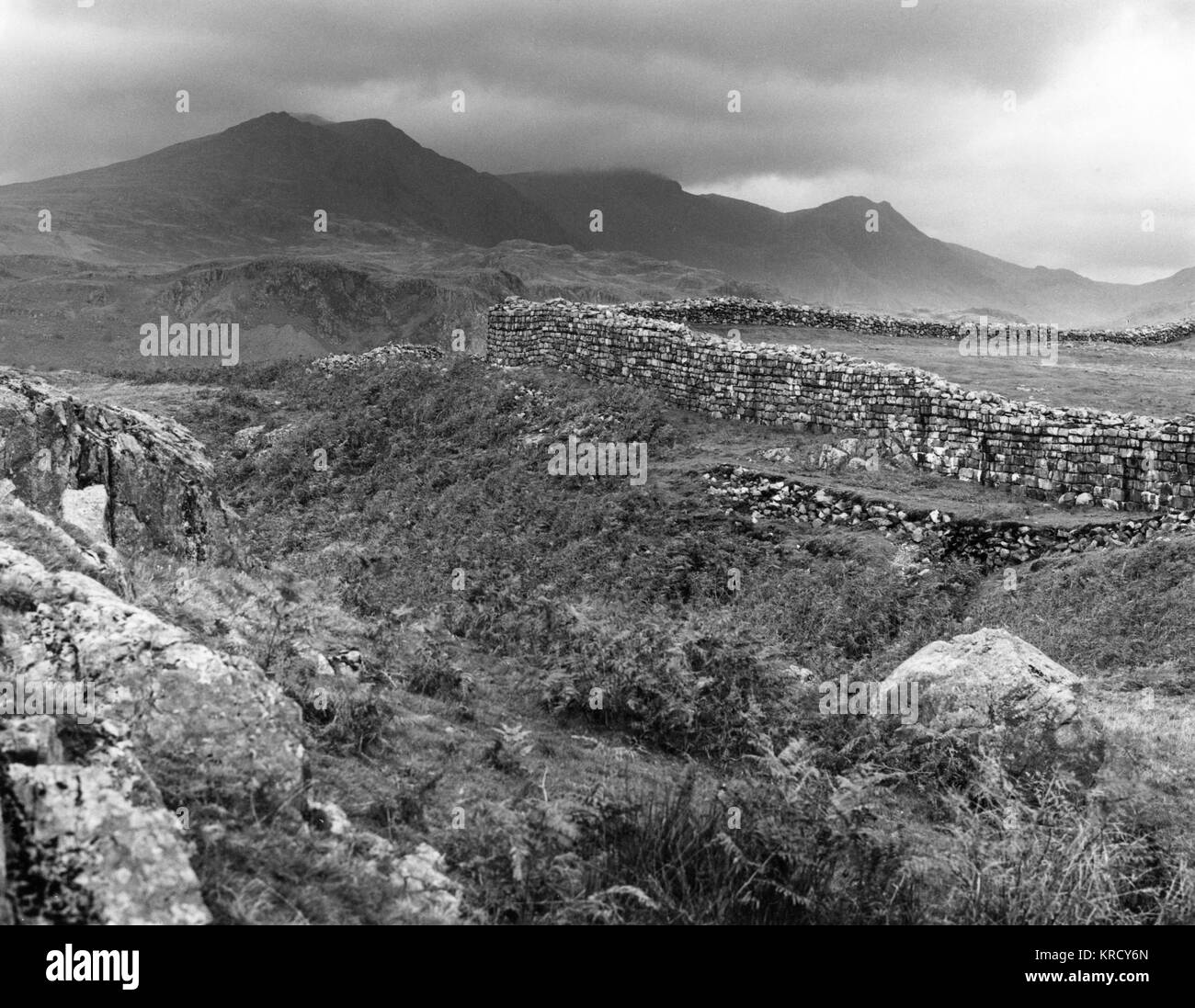 North West corner of the  'Hardknott Castle', the Roman  fort of Mediobogdum, with  Scafell in the distance, - Stock Image