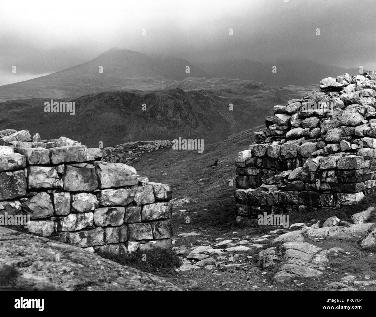 View through the North Gate of 'Hardknott Castle', the Roman  fort of Mediobogdum, with  Scafell in the - Stock Image