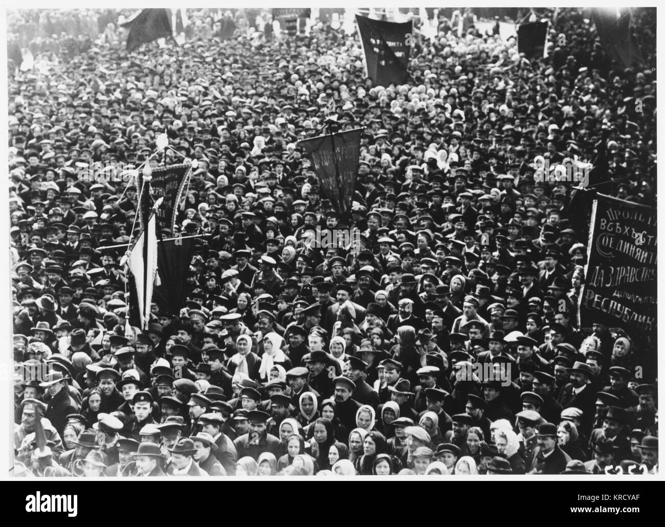 'May Day' demonstrators at  Petrograd.         Date: 18 April 1917 - Stock Image