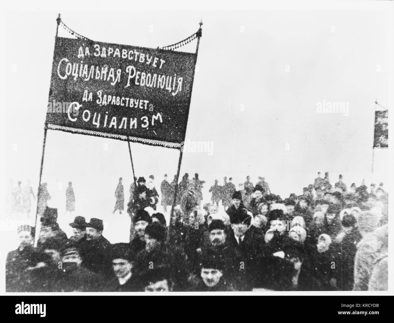 Demonstrators rally in support  of a negotiated peace with  Germany.  On December 3  Trotsky begins negotiations - Stock Image